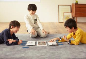 proyect-field-dispositivo-juego-de-cartas-coleccionables-tactico-sony-smartphone-tablet-1