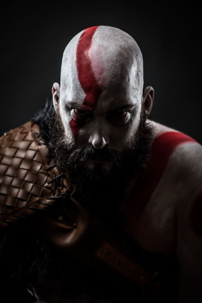 troy-schram-kratos-cosplay-god-of-war-photo-damon-wilson-hart-5-gamersrdtroy-schram-kratos-cosplay-god-of-war-photo-damon-wilson-hart-4-gamersrd