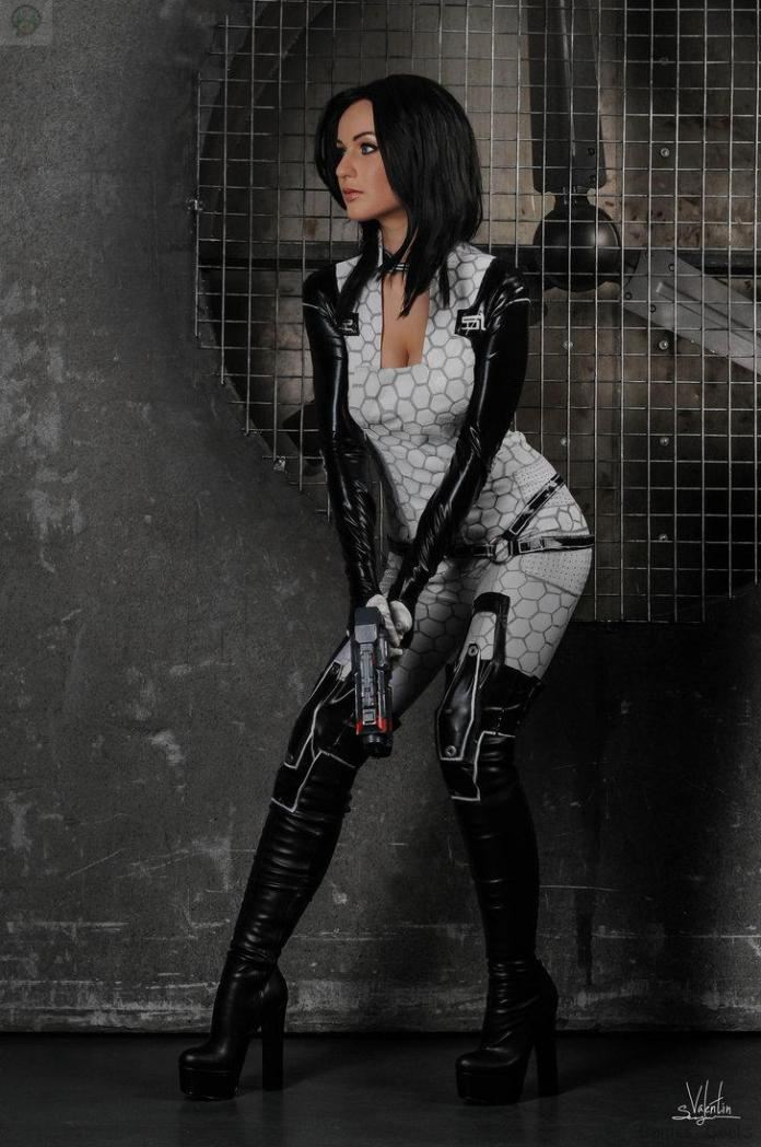 attention_by_hannuki-d75sus5 Cosplay - Mass Effect - Miranda #60