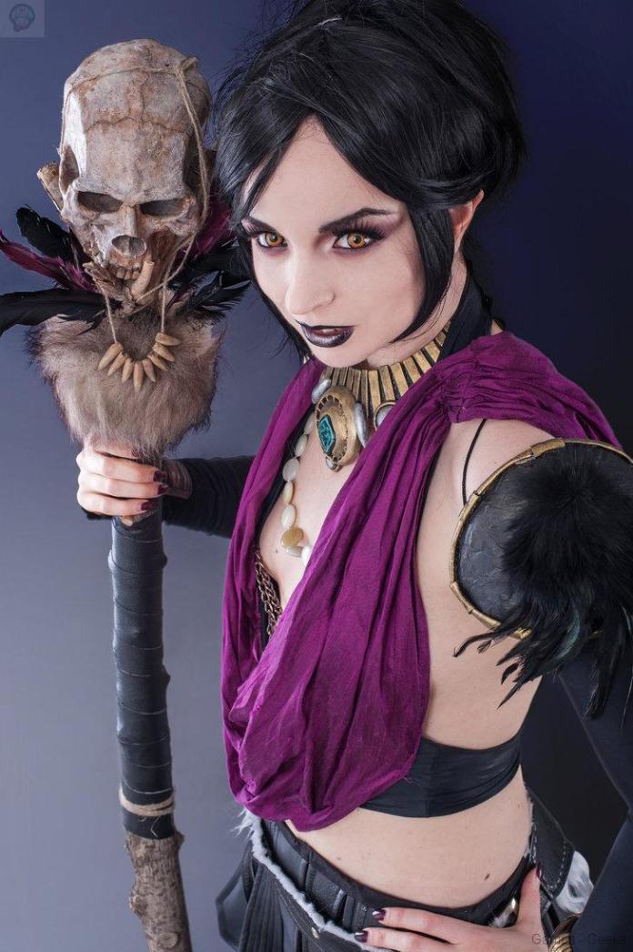 say_hi_to_my_pet_skull_by_ferasha-d8itv7b-1 Cosplay - Morrigan #58