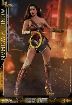 dc-comics-justice-league-wonder-woman-deluxe-sixth-scale-hot-toys-903121-07 Figurine - Wonder Woman Deluxe Version Sixth-Scale Figure