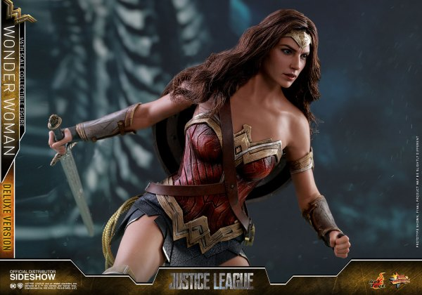 dc-comics-justice-league-wonder-woman-deluxe-sixth-scale-hot-toys-903121-18 Figurine - Wonder Woman Deluxe Version Sixth-Scale Figure
