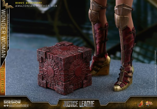 dc-comics-justice-league-wonder-woman-deluxe-sixth-scale-hot-toys-903121-25 Figurine - Wonder Woman Deluxe Version Sixth-Scale Figure