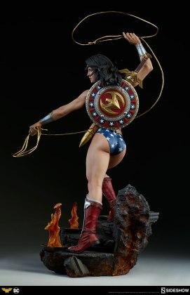 dc-comics-wonder-woman-premium-format-figure-sideshow-300664-06 Figurine - DC Comics Wonder Woman Premium Format