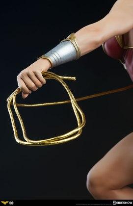 dc-comics-wonder-woman-premium-format-figure-sideshow-300664-20 Figurine - DC Comics Wonder Woman Premium Format