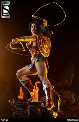 dc-comics-wonder-woman-premium-format-figure-sideshow-3006641-05 Figurine - DC Comics Wonder Woman Premium Format
