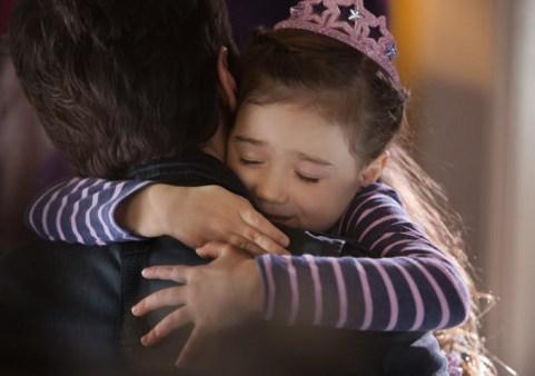 Scott Lang / Homem-Formiga (Paul Rudd) com a filha Cassie (Abby Ryder Fortson)