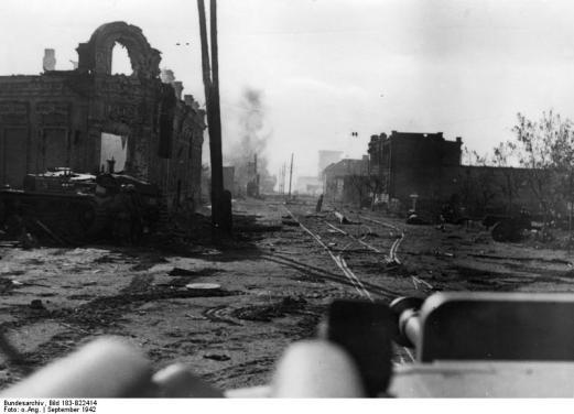 Tanques e Soldados Alemães, posicionados nas ruas de Stalingrado.