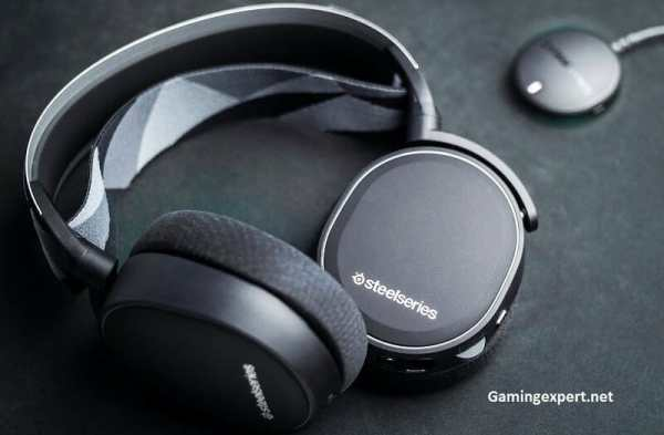Arctis 7 gaming headset in black color