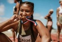 Perché gli atleti mordono le medaglie? Ecco perché