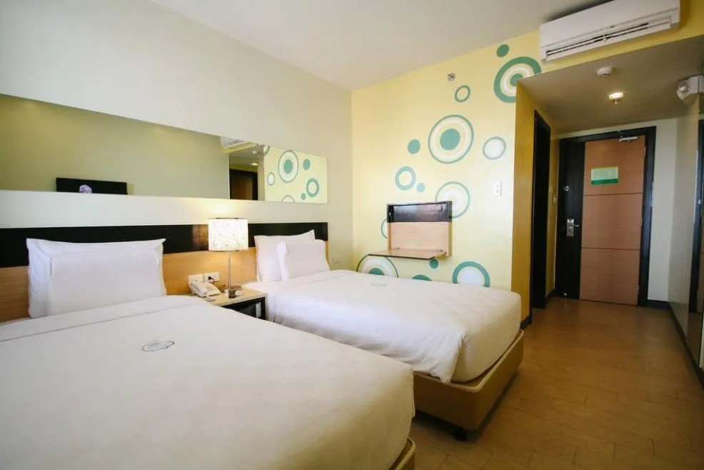 luxury resorts in iloilo, cheap hotels in iloilo, where to sleep in iloilo, Go Hotels Iloilo