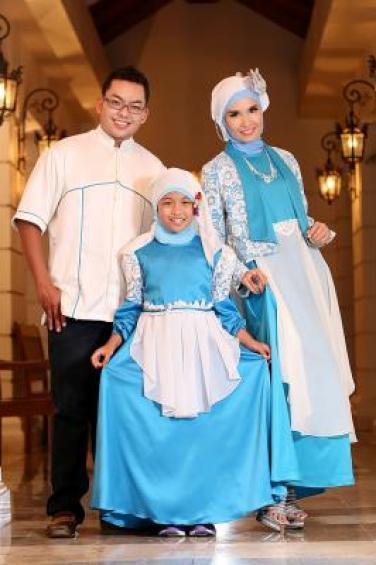 Contoh Baju Keluarga Muslim Modern Masa Kini