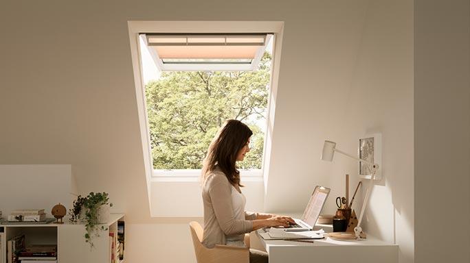 luz natural, luz solar, eficiencia energética, ahorro energético, casas eficientes, hogar eficiente, como ahorrar en la factura de la luz, ahorrar en la factura de la luz es fácil, ahorro energético  en el hogar, ventanas aislantes, velux, ahorrar luz, ventilación, casa saludable, descontaminación del aire