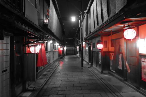 Puis derniere soiree a Kyoto, dans les rues de Gion.