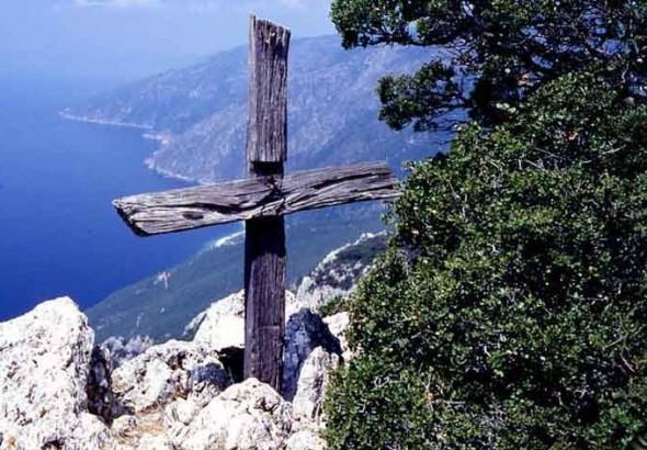 Προσκυνητής: Πάρε δύο σανίδες και φτιάξε ἕνα σταυρό