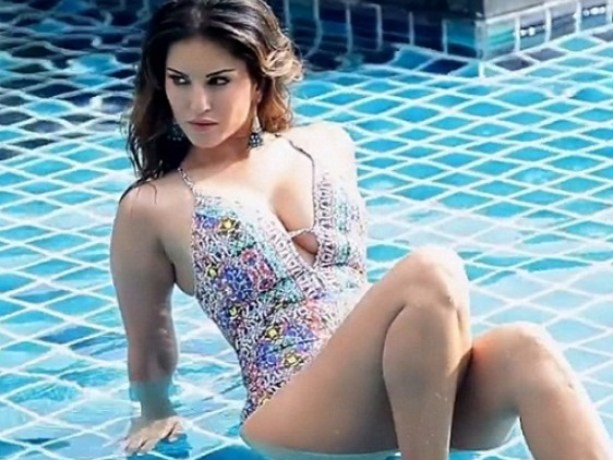 Sunny Leone Attacked By A Snake