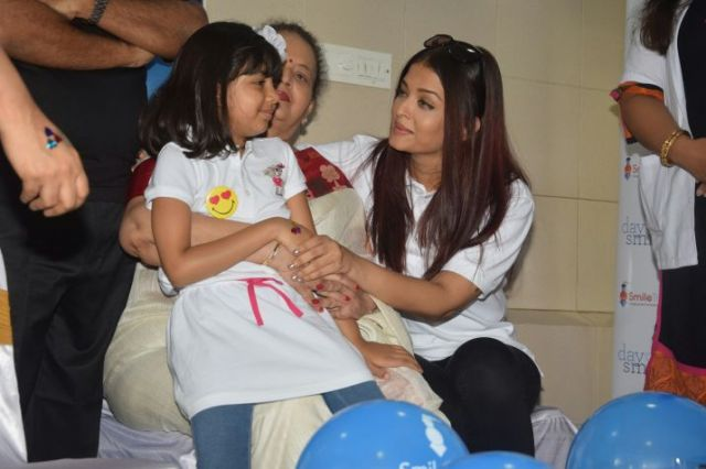 Bachchans keep Aaradhya away from Paparazzi.