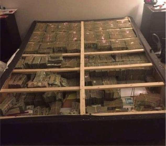 Dinheiro encontrado nos EUA debaixo de colchão de pessoa ligada à Telexfree