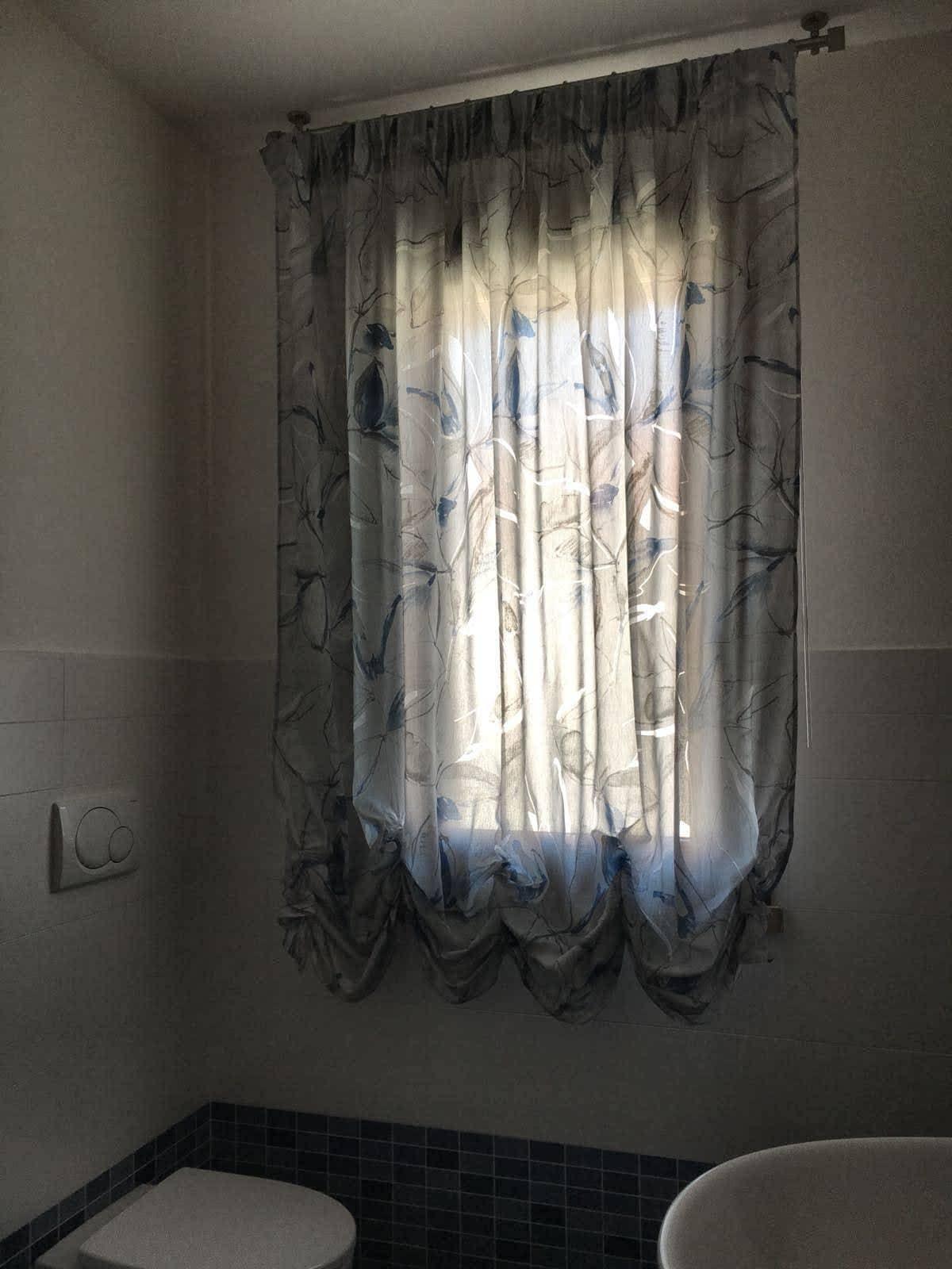 Tende misure standard · tende a rullo · tende veneziane · tendine per finestre · accessori per tende. Tende Per Finestre Del Bagno I Modelli Piu Pratici E Belli Gani