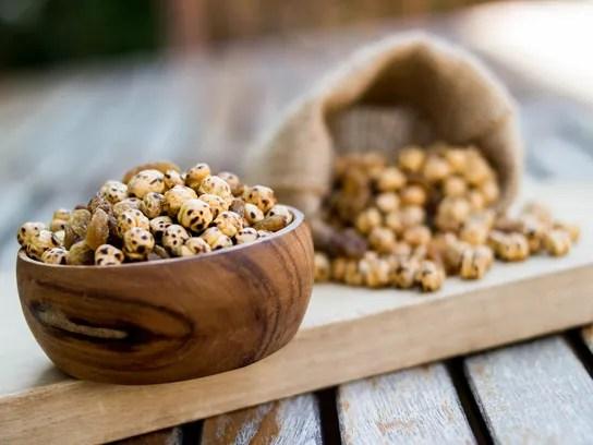 Roasted chickpea and raisins.
