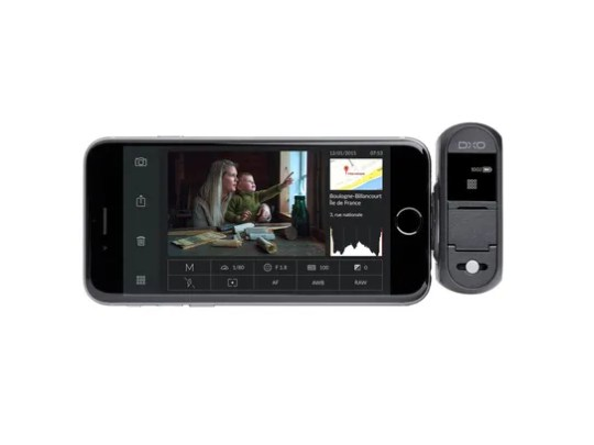 DxO One snaps onto an iPhone through the Lightning