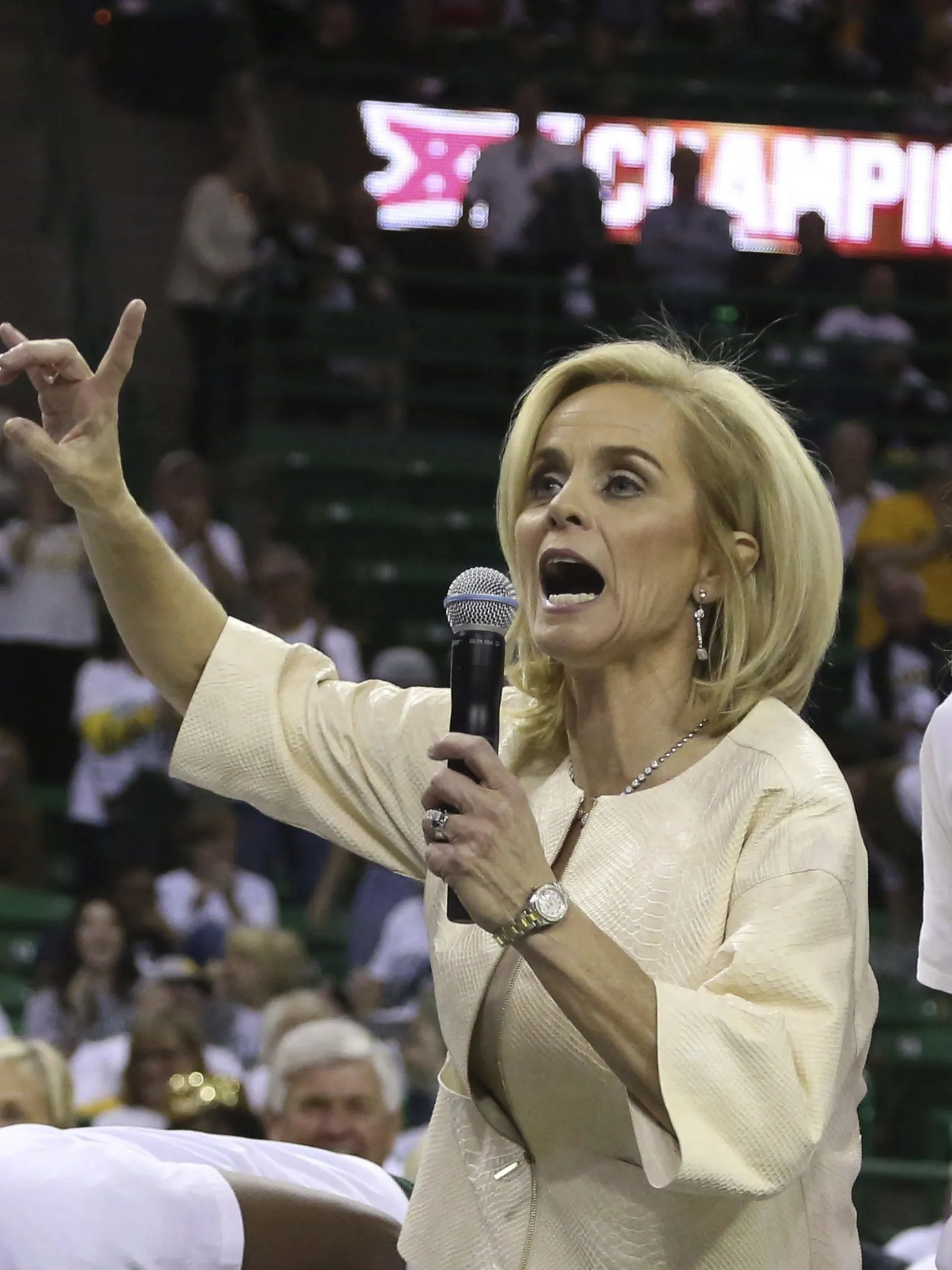 Kim Mulkey apologizes for saying 'punch them in the face ...