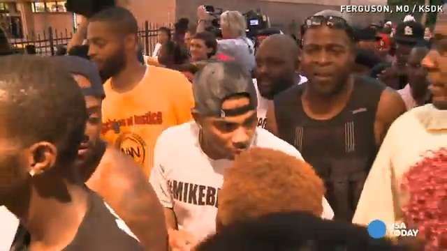 Nelly joins protesters in Ferguson, Missouri   USA NOW