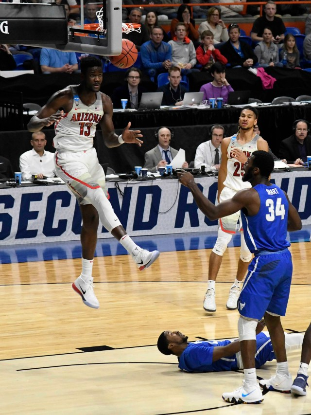 Mar 15, 2018; Boise, ID, USA; Arizona Wildcats forward Deandre Ayton (13) dunks on the Buffalo Bulls in the first half during the first round of the 2018 NCAA Tournament at Taco Bell Arena. Mandatory Credit: Kyle Terada-USA TODAY Sports