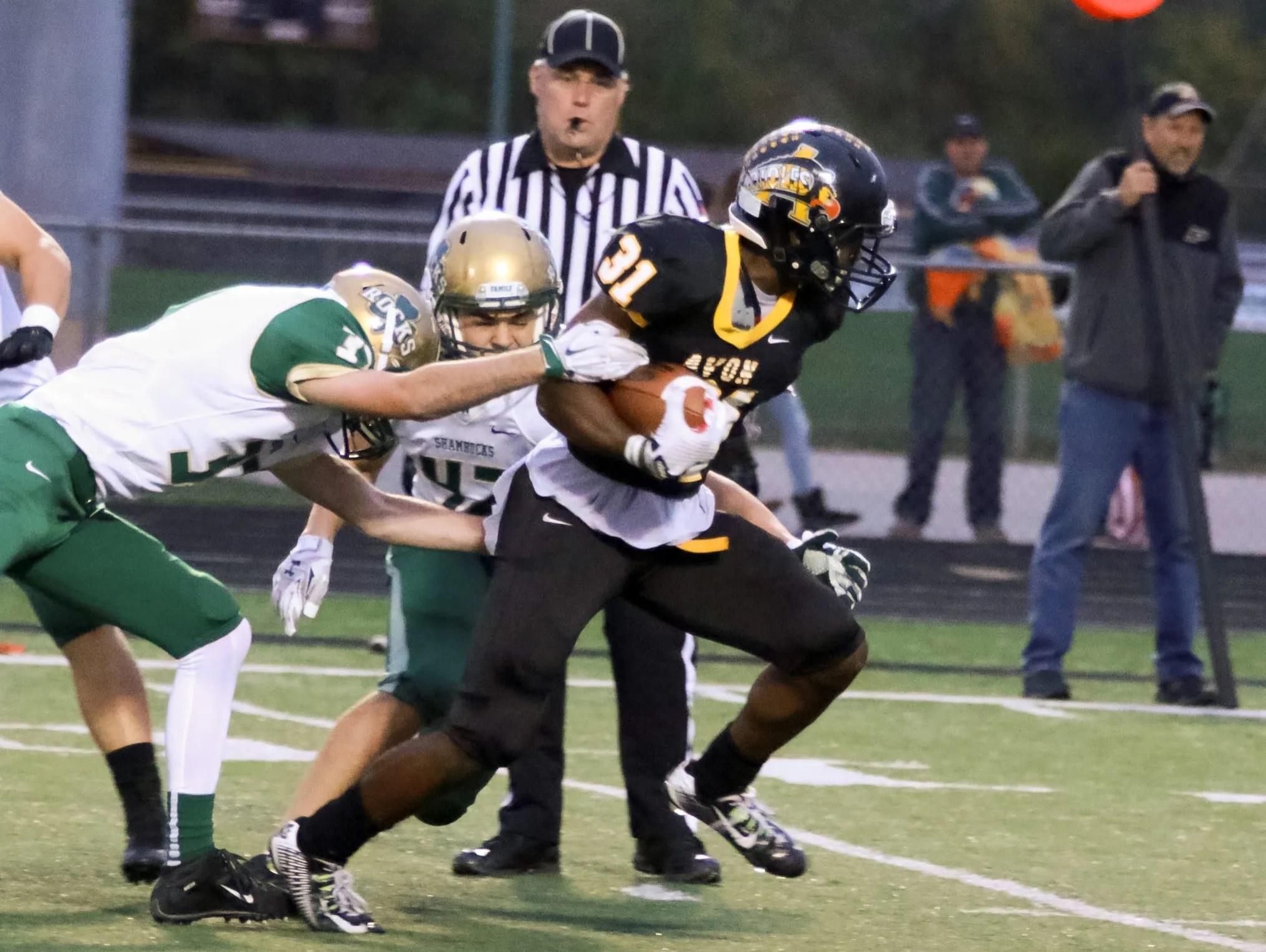 HS football: Avon keeps up winning streak, holds off