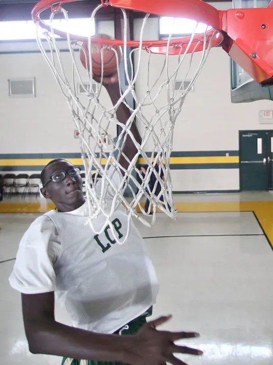 7-foot-5 high school basketball player standout on court