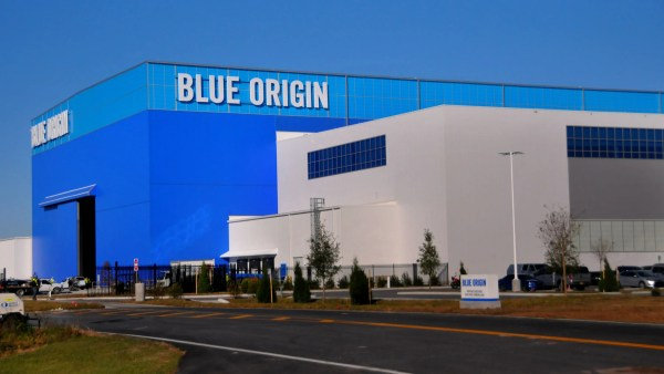 Blue Origin begins moving into massive New Glenn rocket ...