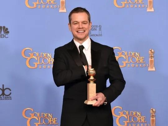 Matt Damon poses with his award for 'The Martian'