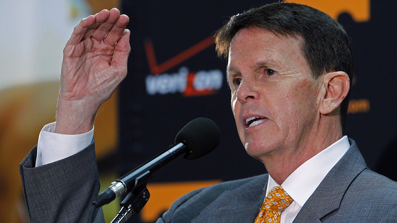 Tennessee athletic director Dave Hart not phased by lawsuits