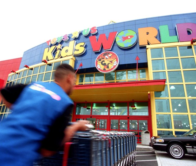 14 1996 The Opening Of Toys R Us Kidsworld