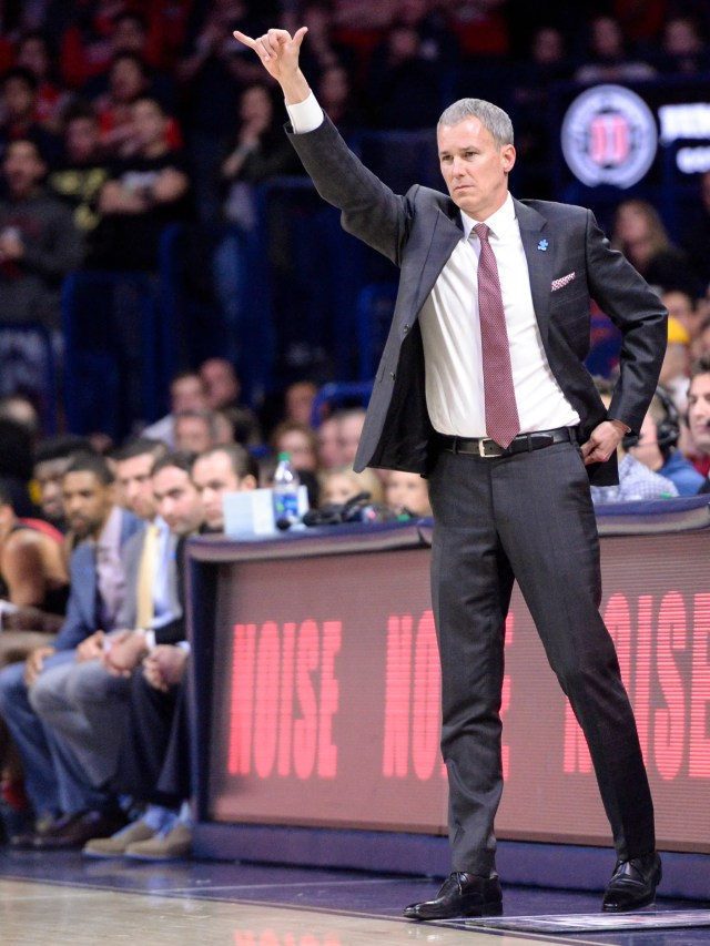Feb 10, 2018; Tucson, AZ, USA; Southern California Trojans head coach Andy Enfield signals during the first half against the Arizona Wildcats at McKale Center. Mandatory Credit: Casey Sapio-USA TODAY Sports