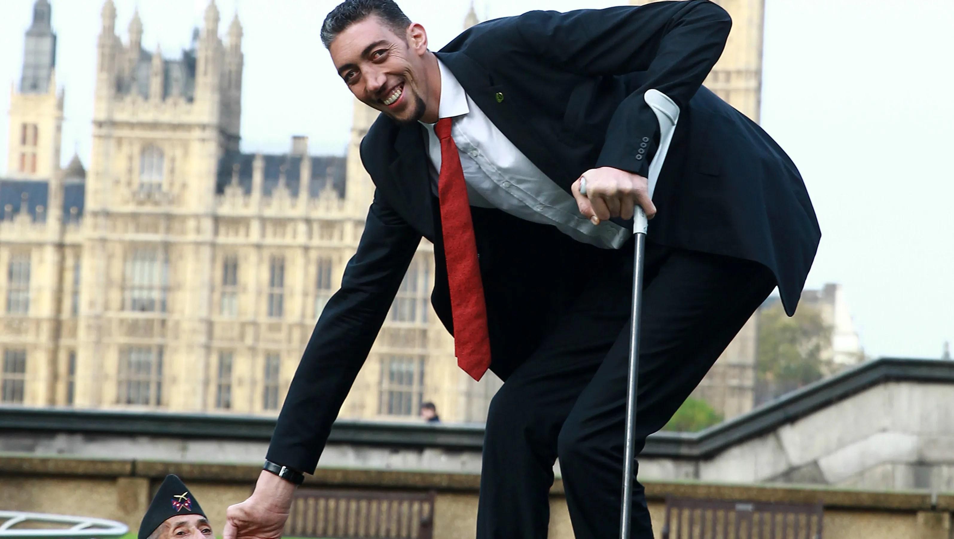 World S Tallest Man Meets World S Shortest Man