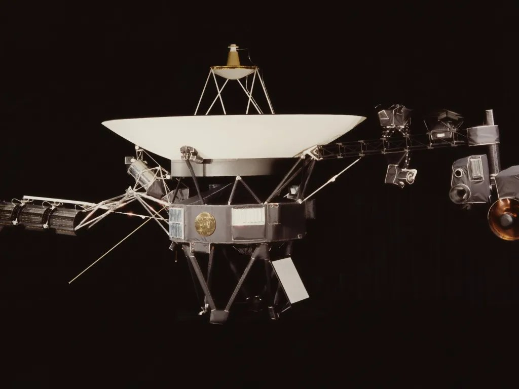 Voyager 2 sends back its first messages from interstellar ...