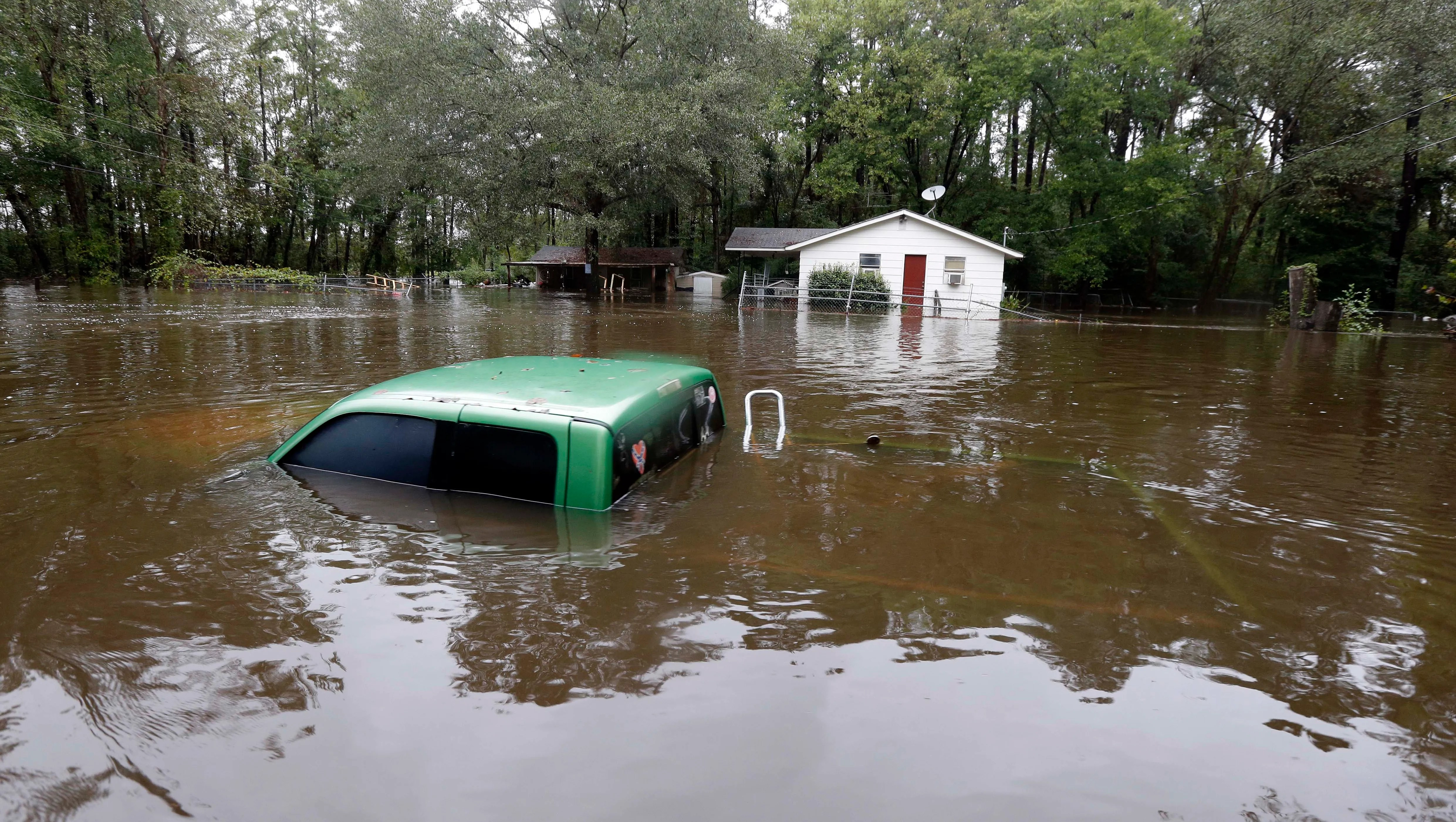 Death toll rises to 10 in unrelenting S.C. storm