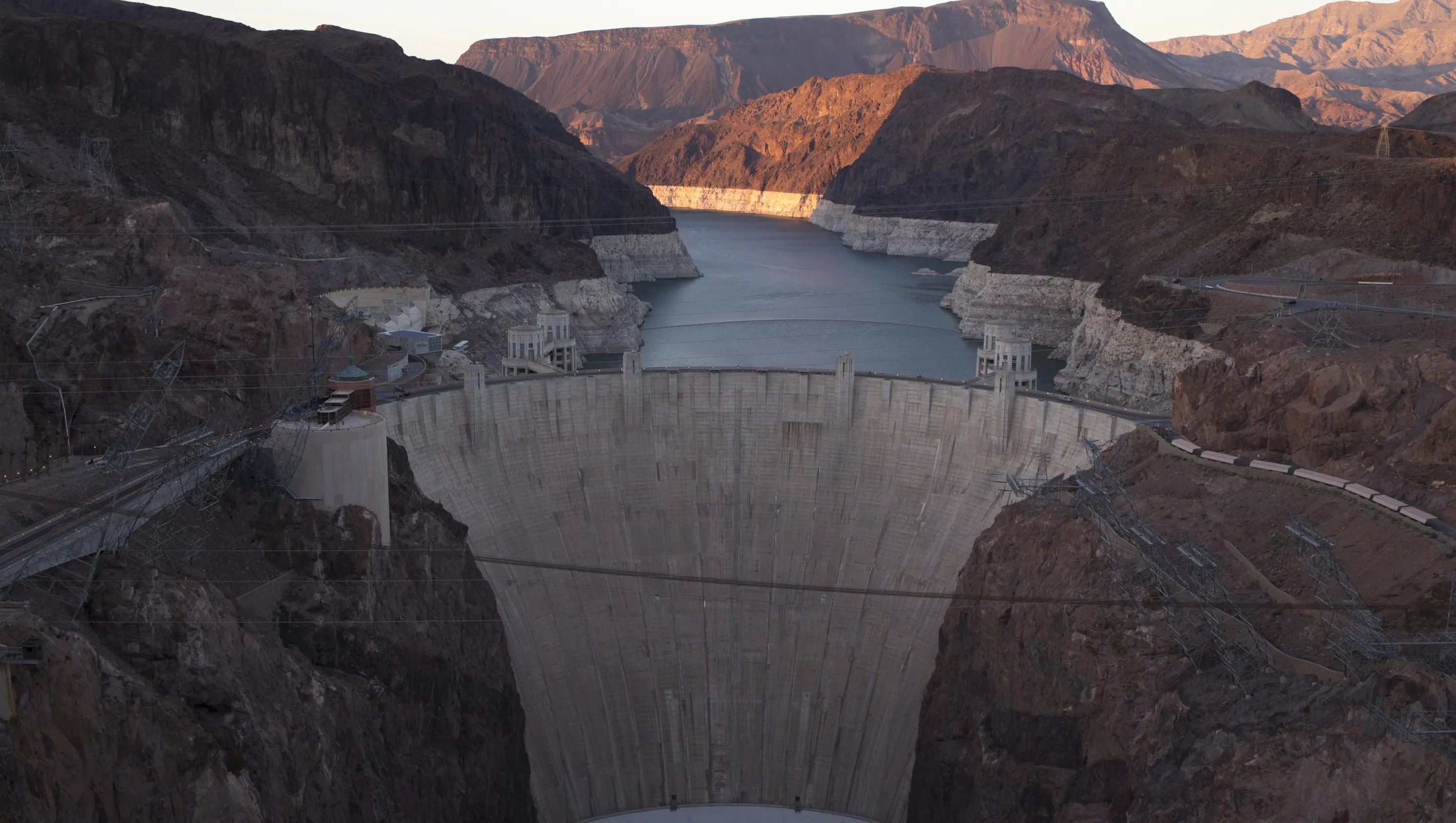 Arizona Lawmakers Want Delay On Lucrative 50 Year Hoover