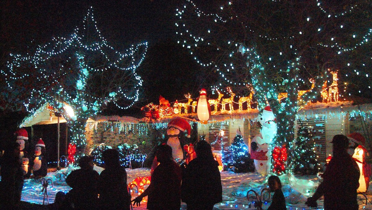 Candy Cane Lane holiday light shows in California