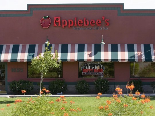 137527 biz-restaurants0808 Exterior de Applebee