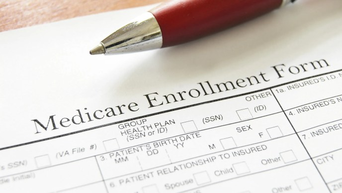 Medicare beneficiaries reminded to compare plans during open enrollment (image)
