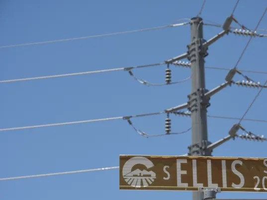 SRP power lines stir controversy yet again