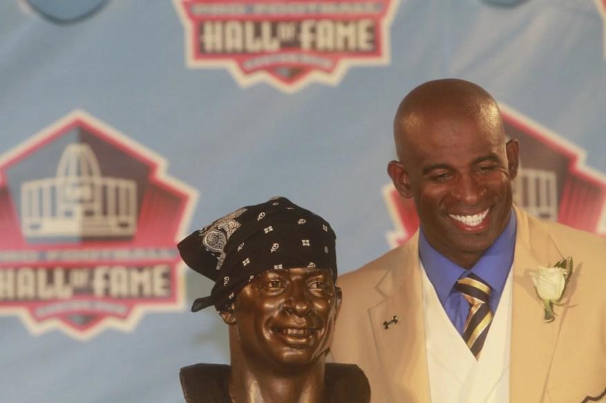 Deion Sanders, originaire de Fort Myers et diplômée de North Fort Myers High School, est inscrite au Pro Football Hall of Fame à Canton, Ohio, le samedi 6 août 2011.