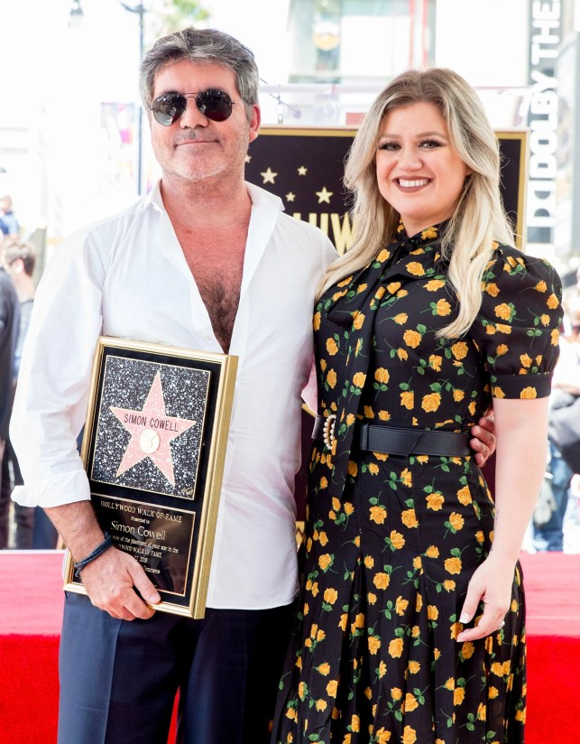 Kelly Clarkson shows off fit figure at Simon Cowell's Hollywood Walk of Fame Ceremony