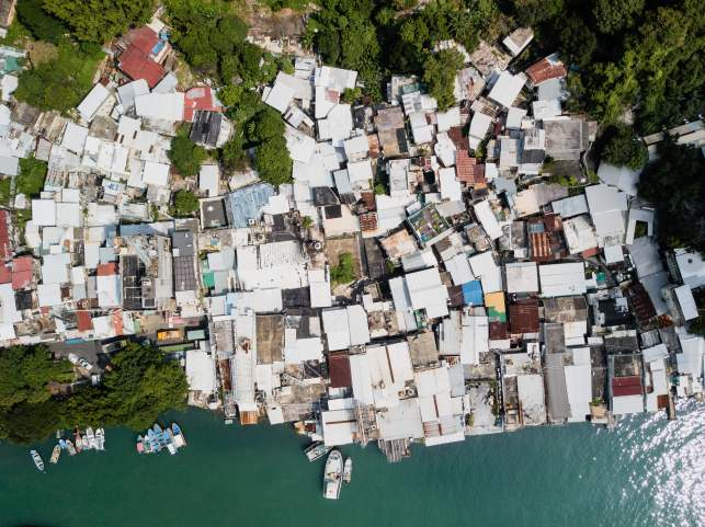 Typhoon Mangkhut lashes Philippines, kills at least 3