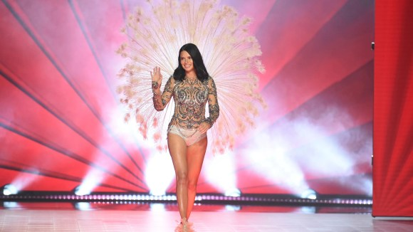 Adriana Lima waves to the audience as she walks the runway all the scheme via the 2018 Victoria's Secret Kind Stutter, her remaining for the lingerie maker.