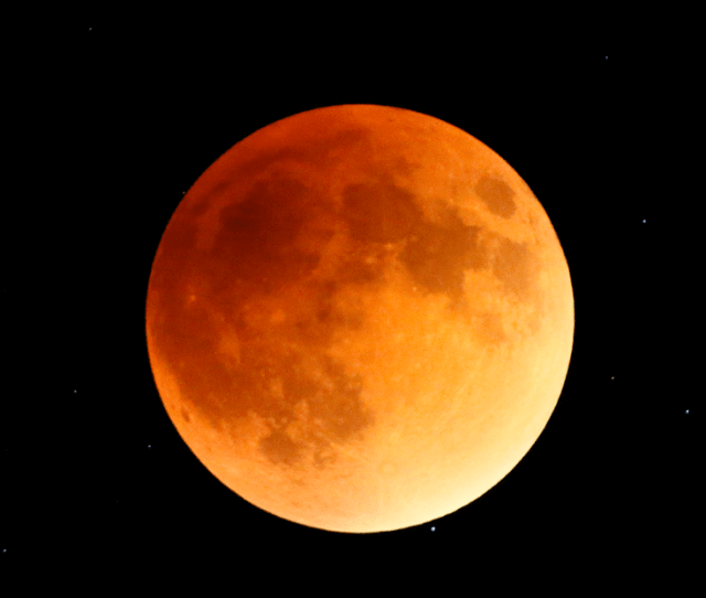 A Total Lunar Eclipse Seen From Indianapolis On Sept 27 2015 Taken By Butler University Professor Xianming Han Photo Xianming Han