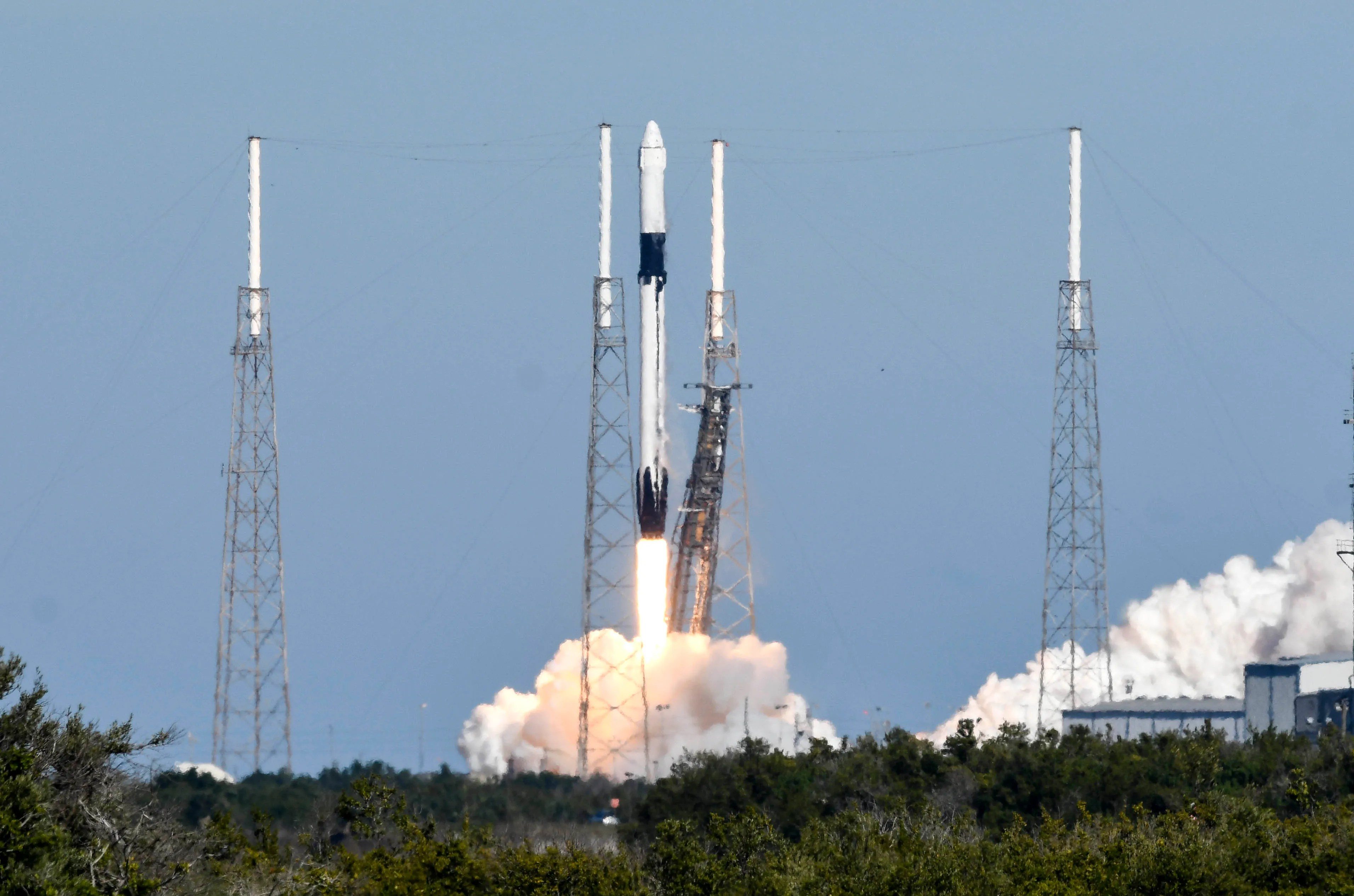 SpaceX Falcon 9 launches Dragon to orbit but booster lands in ocean