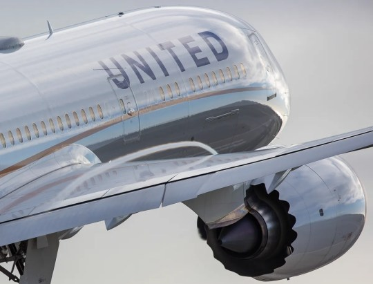 A United Airlines Boeing 787-9 Dreamliner launches in March 2017 from Los Angeles International Airport.